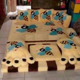 karpet karakter lebah