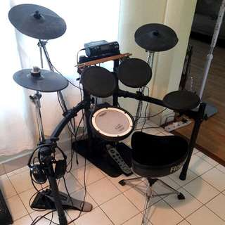 Roland TD-4 / Electronic Drum Kit