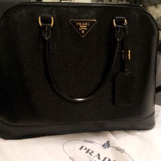 AUTHENTIC QUICK SALE NERO PRADA BAG
