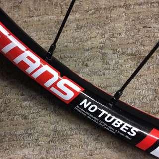 Stans No tubes CREST MK3 + Hope pro 4 Boost Rear Wheelset