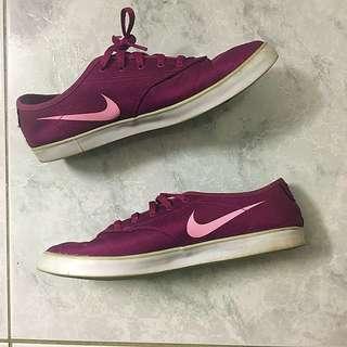 Size 7 Nikes