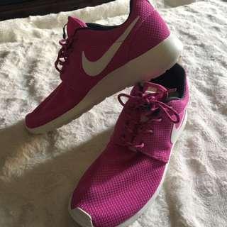Like New Nike Roshe Mesh Size 9.5 Shoes Waking Yoga