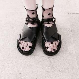 交叉金釦涼鞋