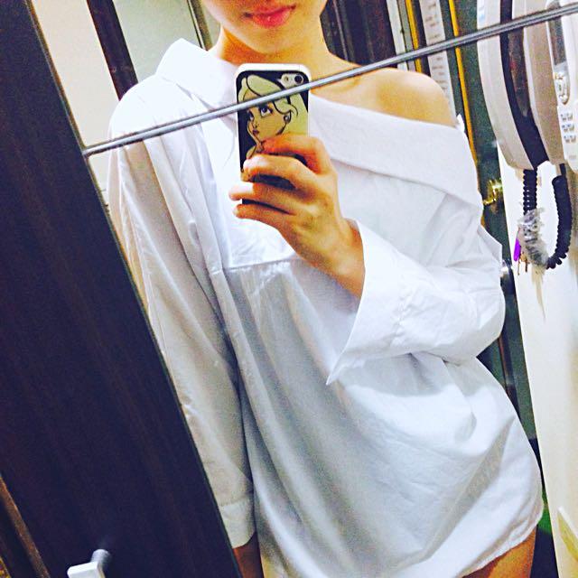 露肩白色襯衫