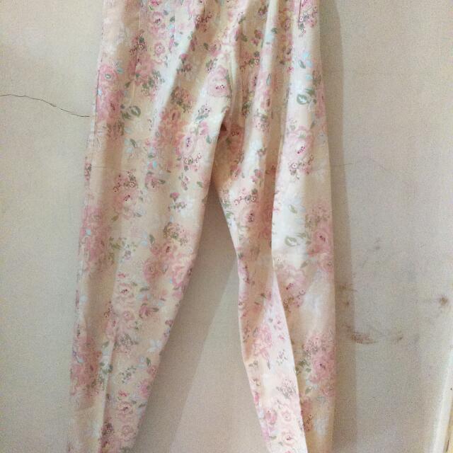 Celana Motif Floral