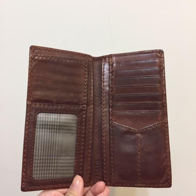 fossil 真皮皮夾 ,鈔票放在左邊照片欄的下層喔~