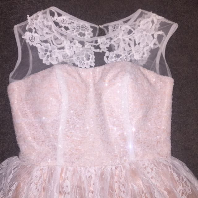 Sherri hill short nude with white over lace dress