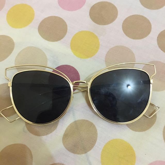 Kacamata hitam sunglasses