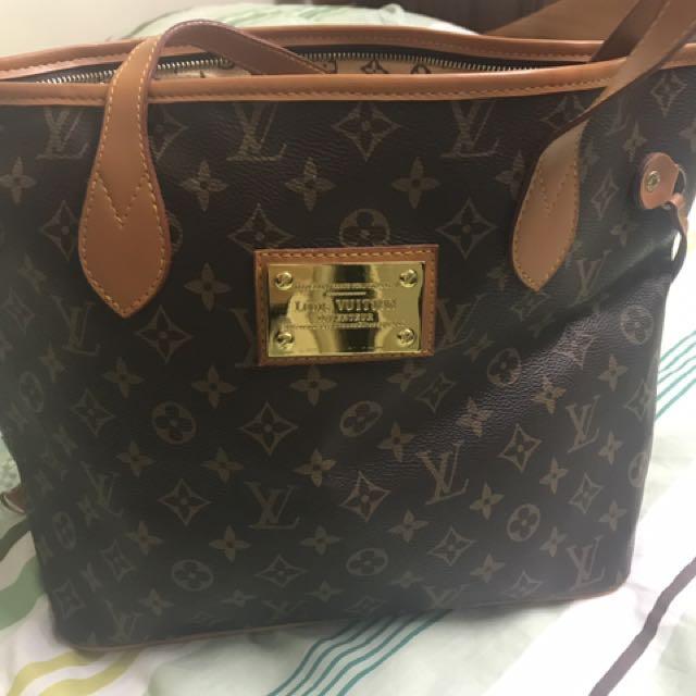 LV Bag Non Authentic