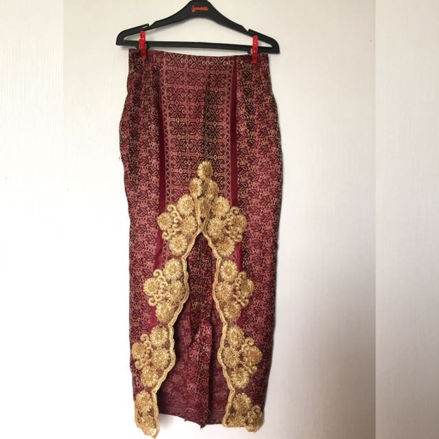 Maroon-Gold Batik Kain