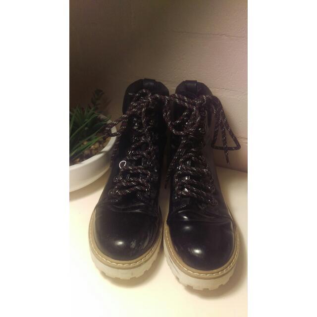 Monki Mountain Boots Sz 9