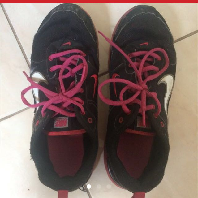 Nike pink and black runnets