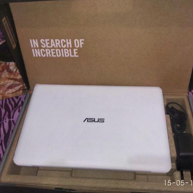 Notebook Asus E 202S.
