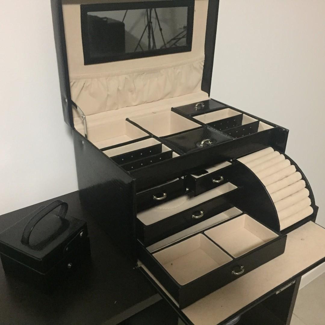 Premium Large Jewellery Box in Beautiful Condition