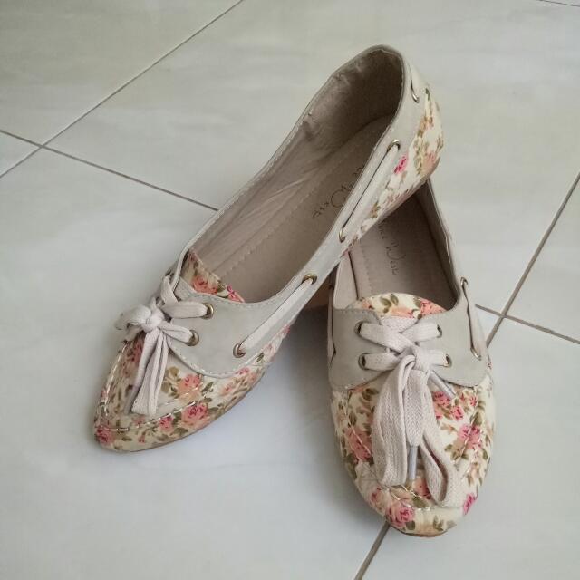 TURUN HARGA: Sepatu santai, Flat Shoes bunga²