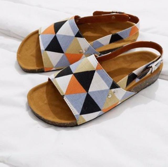 Sepatu sendal Tribal