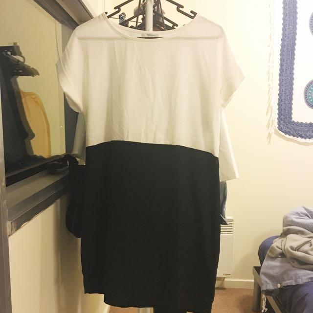 Size 8 White And Black Shift Dress