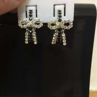 蝴蝶結耳環