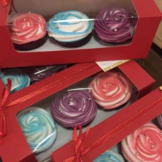 Cupcakes With 2 Toned Frosting