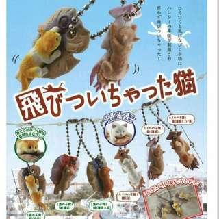 🚚 飛撲貓 扭蛋 ¥200 飛びついちゃった猫 吊飾轉蛋