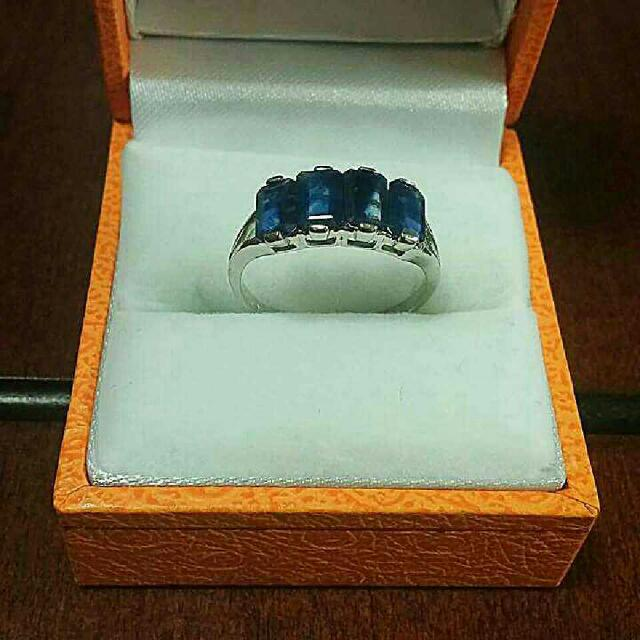 14kt white gold With 4 Blue Sapphire Stones