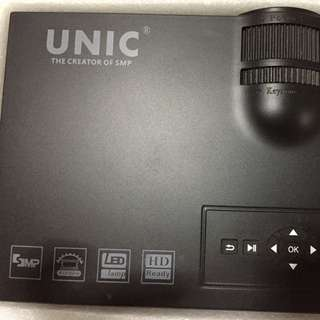 UNIC LED Projector