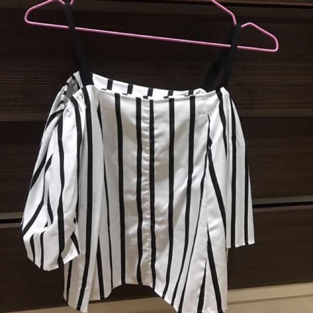 《衣櫥出清》 露肩 喇叭袖上衣#100元上衣