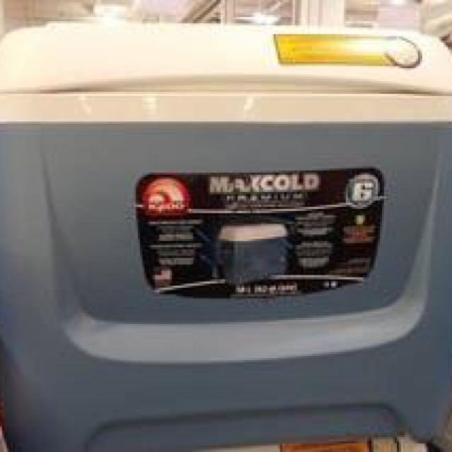 美國進口 IGLOO 58公升滾輪冰桶/行動冰箱(2側手把設計)