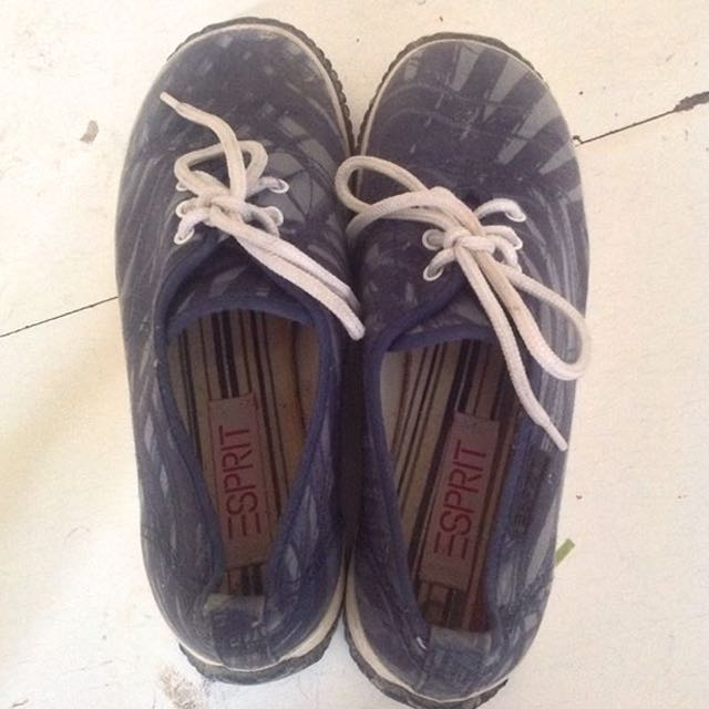 authentic esprit shoes (22cm insole)