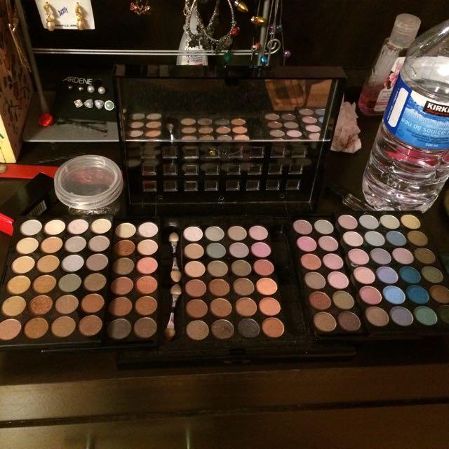 40+ Eyeshadow Makeup Kit