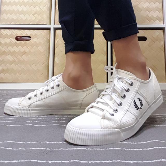 Fred Perry Vintage White Canvass Tennis Sneakers