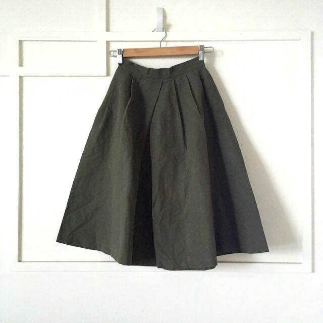 GU 軍綠色打褶傘裙