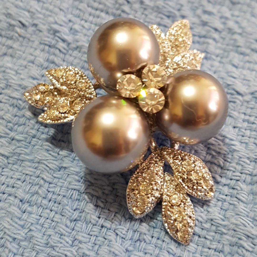 Light Grey Pearl Pin Brooch