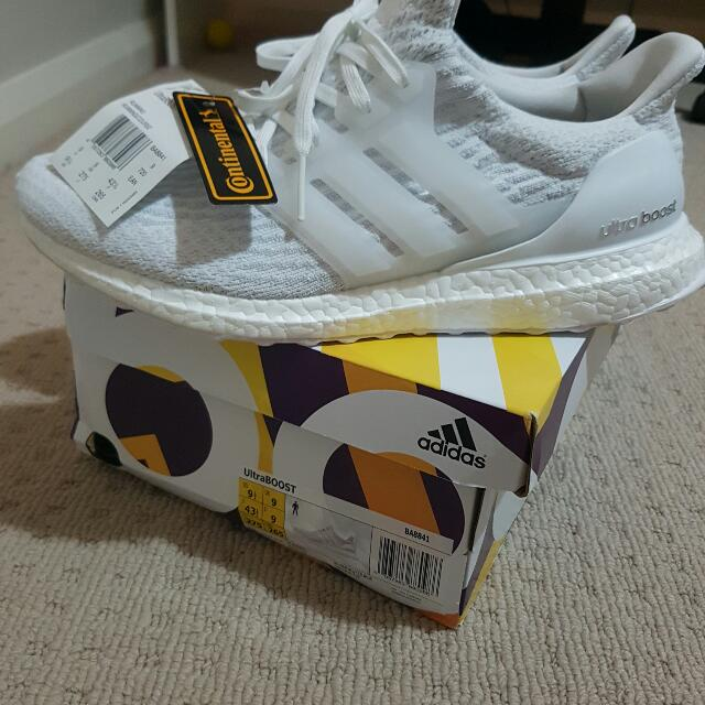Mens ultraboost triple white 3.0 size 9.5 us *used Once*