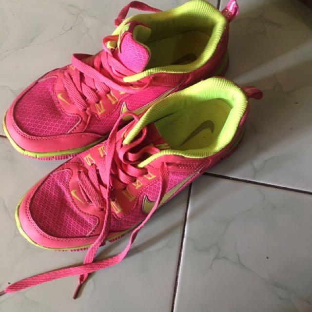 Preloved Nike airmax made in vietnam