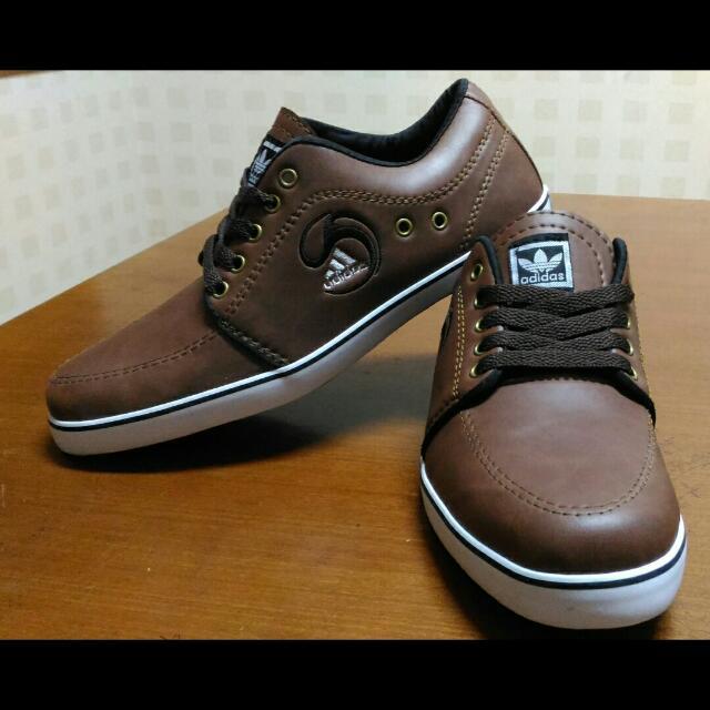 Sepatu Casual ADIDAS