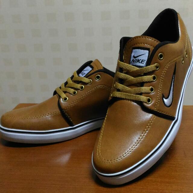 Sepatu Casual NIKE