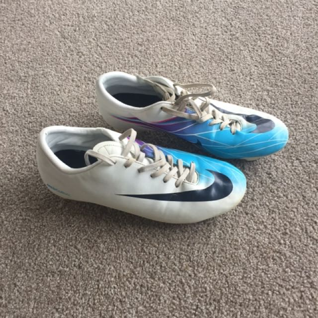 Soccer/touch Boots