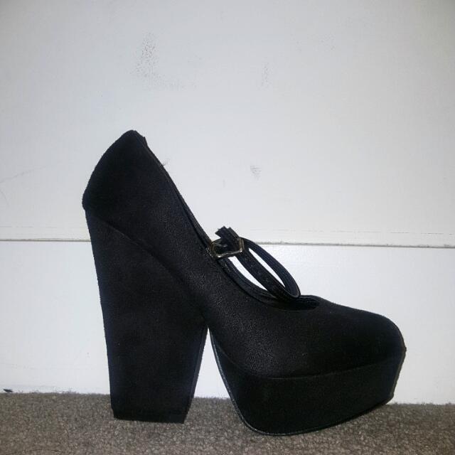 Spurr Black Heels size 5
