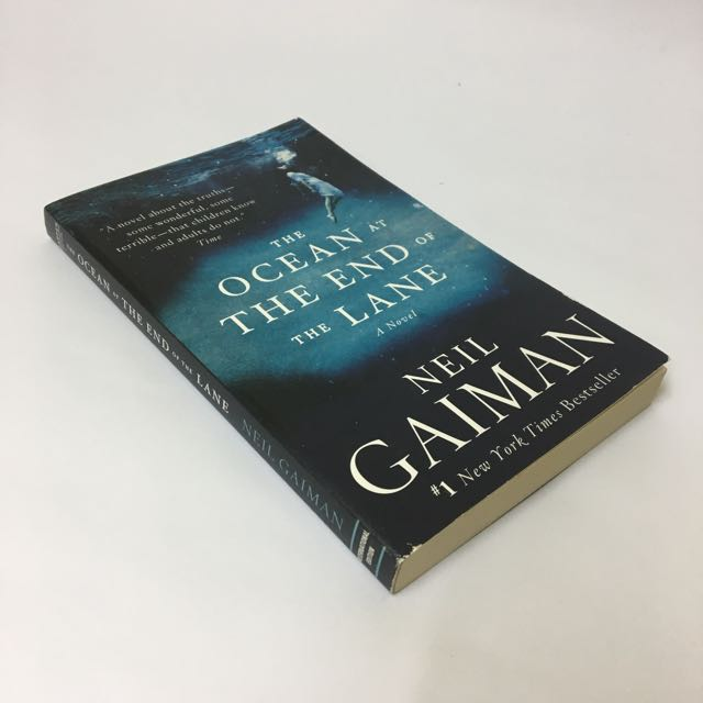 The Ocean at the End of the Lane by Neil Gaiman [Paperback]