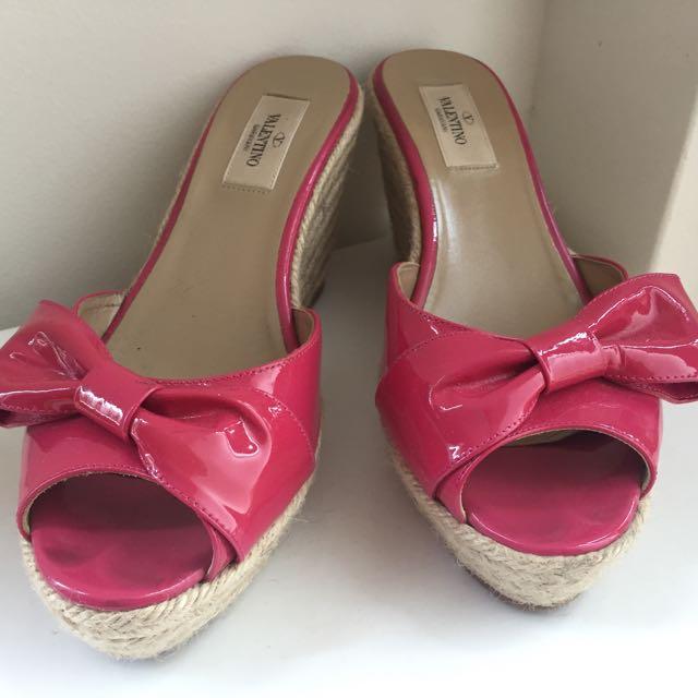 c9c706d3fc0 Valentino Garavani Mena Patent Leather Bow Espadrille Wedges Pink ...