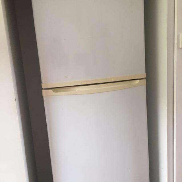Westinghouse 339 litre fridge / freeze