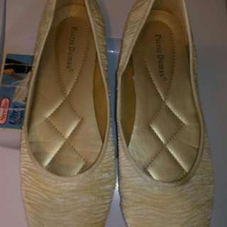 Flat Cream Colour Size10
