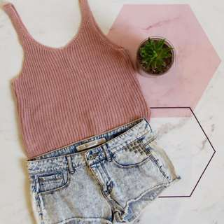 Knitted Top & Denim Shorts Outfit