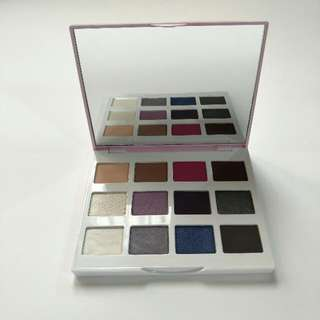 BH Cosmetics eyeshadow pallette