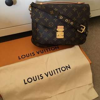 Authentic LV POCHETE METIS