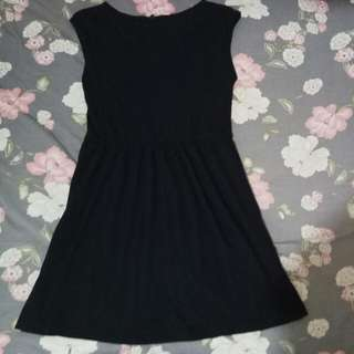 dress hitam uniqlo
