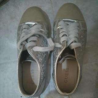 Guess Sepatu