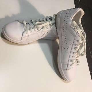 Nike - Size 41 (40)
