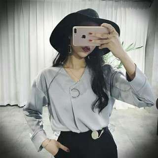 韓國 韓妞 性感V領缎面灰色襯衫 寬鬆夏季長袖 氣質